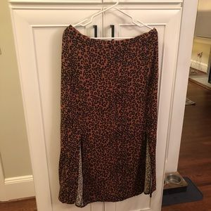 Cheetah print skirt with two slits
